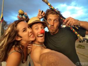 Juli, Moi et Pablo, lorsque l'on jonglait au feu tricolore à Cuenca Equateur pour payer notre logement et nos repas