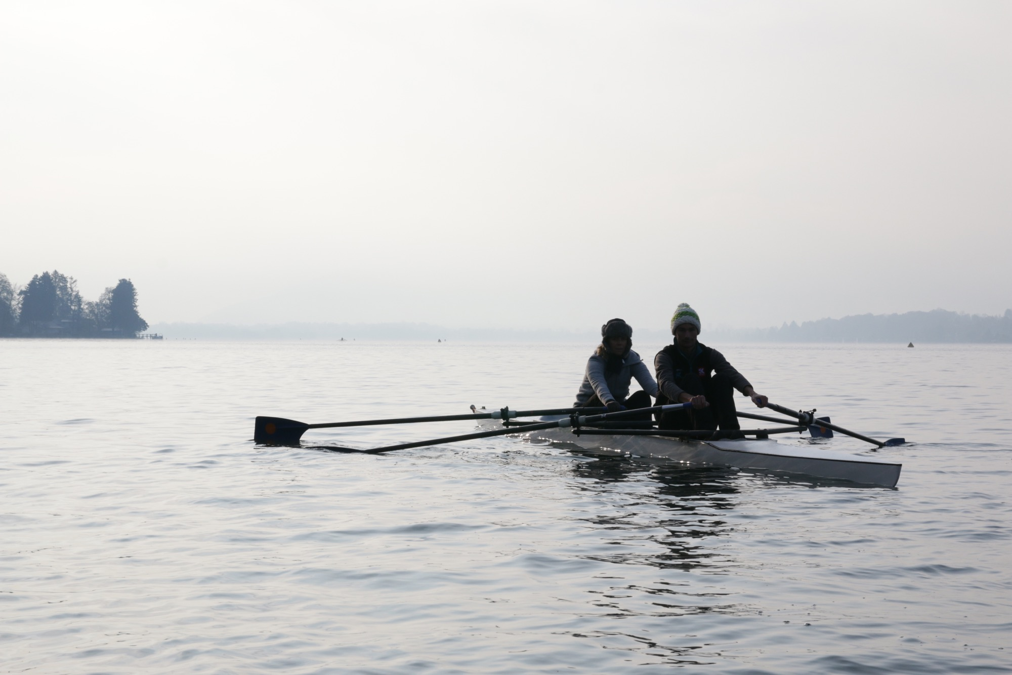Avec mon ami Flo, on testait l'aviron, en Novembre 2013 sur le Lac d'Annecy